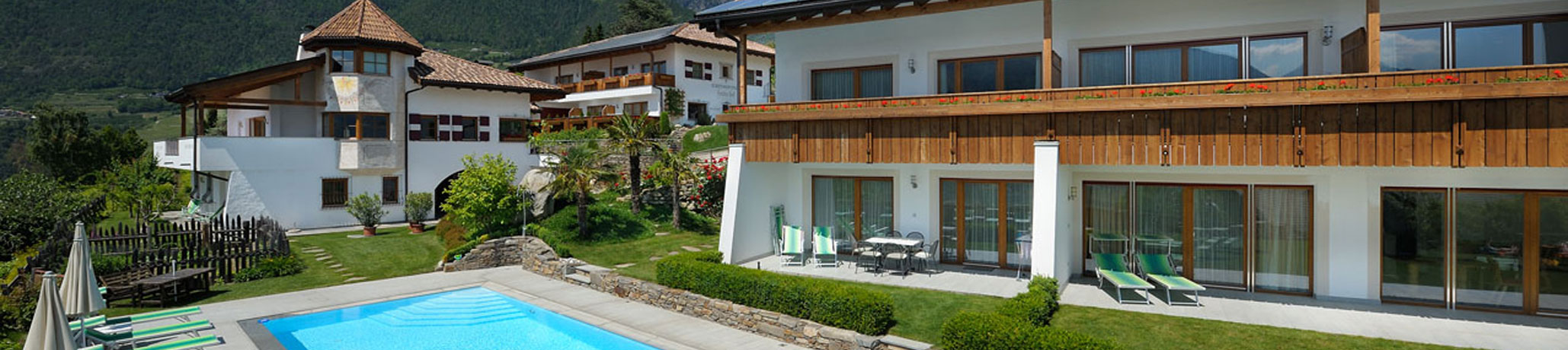 Apartments with swimming pool at Tirolo